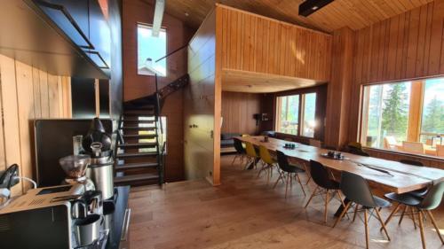 Aula ja ruokailuhuone
